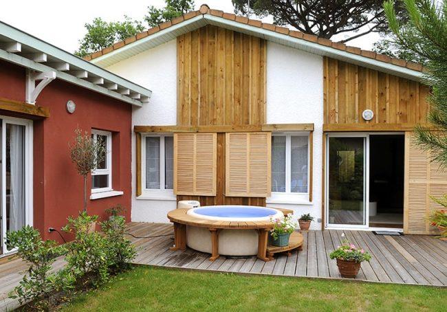 Extension de maison colorée à toit plat près d'Arcachon