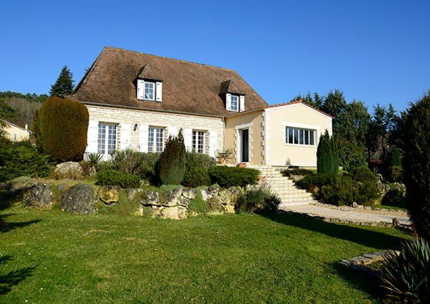 V-Extension de maison en pierre avec terrasse