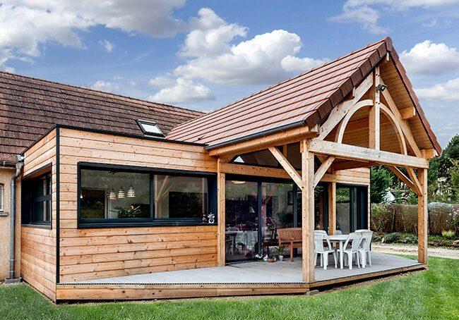 V-Grande extension en bois avec terrasse couverte