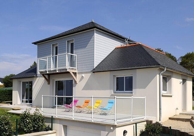 V-Maison en bord de mer avec surélévation en bois gris