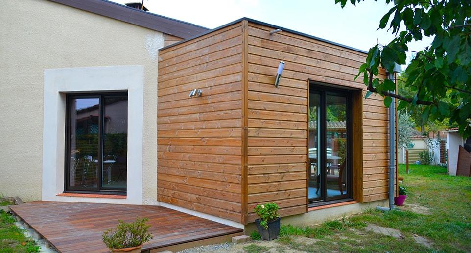 Extension ossature bois toit plat quel est le prix agrandir ma maison - Petite maison toit plat ...