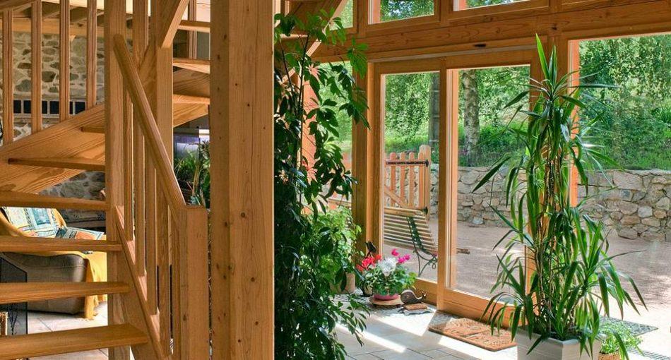 Pourquoi et à quel prix construire une extension véranda en bois ?